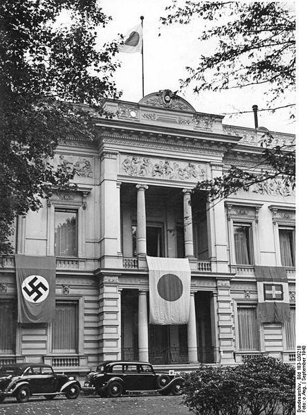 В 1936 г германия и япония заключили антикоминтерновский пакт (позже к нему присоединились италия, испания и венгрия)